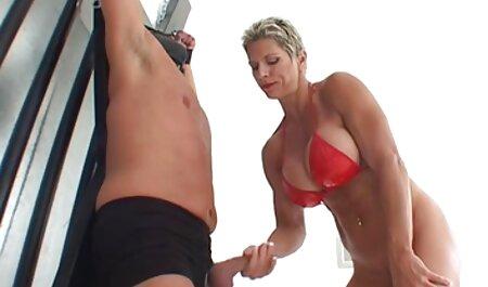 Một người phụ nữ đầu thủ dâm trong một chiếc áo cánh phim sec thu choi nguoi trong khi không có ai ở nhà
